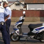Bărbat de 52 de ani din Aiud cercetat penal, după ce a fost surprins în timp ce conducea băut un moped neînmatriculat, pe DJ 107Z