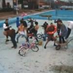 Harlem Shake a ajuns şi în… ştrandul municipal din Aiud!