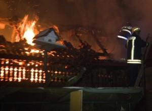 Intervenție a pompierilor militari din Aiud la Aioudul de Sus, pentru stingerea unui incendiu izbucnit la acoperișul unei case