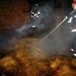 Incendiu la o stivă de baloți de paie pe str. Tribun Tudoran din Aiud