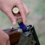 Bărbatul din Lupşeni care și-a împușcat accidental tatăl a fost reținut de polițiști