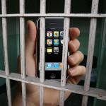 Însușirea unui telefon uitat de o clientă într-un bar din Aiud i-a adus unui tânăr un dosar penal pentru furt calificat