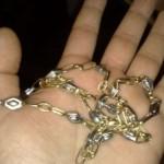 O femeie din Aiud a fost victima unor hoți de bijuterii