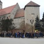 """Prin """"grija"""" autorităţilor, călătorii din oraşele Aiud, Ocna Mureş şi Teiuş aşteaptă autobuzul… în ploaie!"""