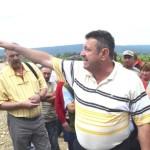 Cetăţenii din Gâmbaş au ameninţat că vor pune mâna pe furci, ca la răscoală, dacă nu li se rezolvă urgent problema subtraversării Autostrăzii Sebeş -Turda