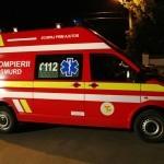 Doi tineri au fost răniți după ce autoturismul în care călătoreau a derapat și s-a izbit de un imobil din localitatea Unirea
