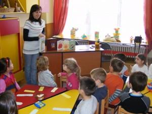 educatoare-copii-gradinita