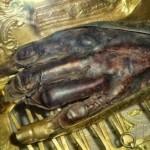 Preoții români reținuți în Grecia pentru că au furat mâna Sfântului Haralambie aveau asupra lor oseminte luate din gropile comune de la Aiud