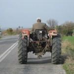 Bărbat din Aiud susrprins de polițiști, pe raza comunei Hopârta, conducând un tractor neînmatriculat