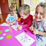 Părinții din Aiud cu venituri reduse, care au copii înscriși la grădiniță, pot beneficia de tichete sociale