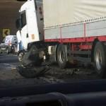 Tânără de 18 ani rănită grav după ce a intrat cu mașina într-un TIR pe DN1, la limita dintre județele Alba și Cluj
