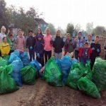 """Peste 350 de voluntari au participat sâmbătă la evenimentul """"Let's do it, Romania!"""", desfășurat în municipiul Aiud"""