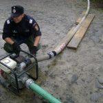 Intervenție a pompierilor din Aiud pentru evacuarea apei din trei pivnițe inundate