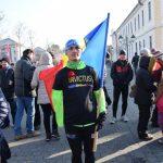Levente Polgar s-a ținut de cuvânt: A alergat cei 35 de kilometri dintre Aiud și Alba Iulia fluturând tricolorul, de Ziua Națională a României