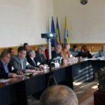 Primăria Aiud riscă să fie amendată cu până la 50.000 de lei, după ce consilierii din opoziție au refuzat să aprobe contul de execuţie bugetară a municipiului