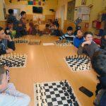 """Copiii de la Centrul de zi """"Sfântul Serafim de Sarov"""" din Războieni s-au întrecut în cadrul unui concurs de șah"""