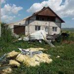 O furtună violentă a produs pagube majore mai multor imobile și a distrus grădinile din Leorinț