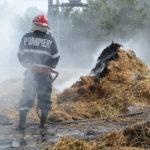 Intervenție a pompierilor militari din Aiud pentru stingerea unui incendiu izbucnit la o căpiță de fân, din localitatea Gîmbaș