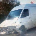 Circulație îngreunată pe DN1, la ieșirea din Aiud înspre Alba Iulia, după o coliziune între o dubă și un autoturism