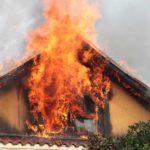 Intervenție a pompierilor militari din Aiud pentru stingerea unui incendiu izbucnit la acoperișul unui imobil situat pe strada Băilor