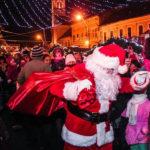 Concert Fly Project, colinde, patinoar și cadouri pentru copiii prezenți la deschiderea Târgului de Crăciun de la Aiud