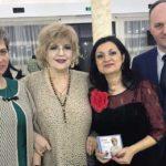 Peste 300 de femei din Aiud au petrecut o seară de neuitat alături de binecunoscuta interpretă de muzică uşoară Corina Chiriac