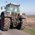 Dosar penal pentru un tânăr de 29 de ani din Mirăslău, după ce a fost surprins în timp ce conducea un tractor fără a avea permis