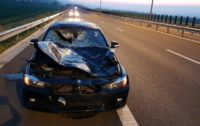 """Autoturism făcut praf după ce s-a """"întâlnit"""" cu un cerb pe Autostrada A10, între Turda și Aiud"""